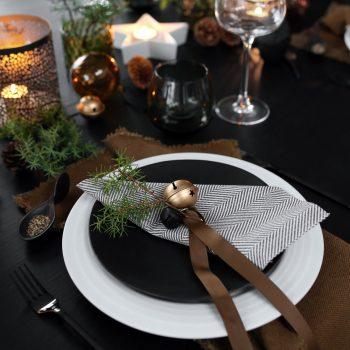 NATURAL CHRISTMAS TABLE SETTING