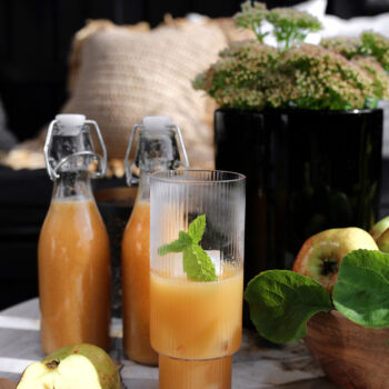APPLE AND GINGER JUICE
